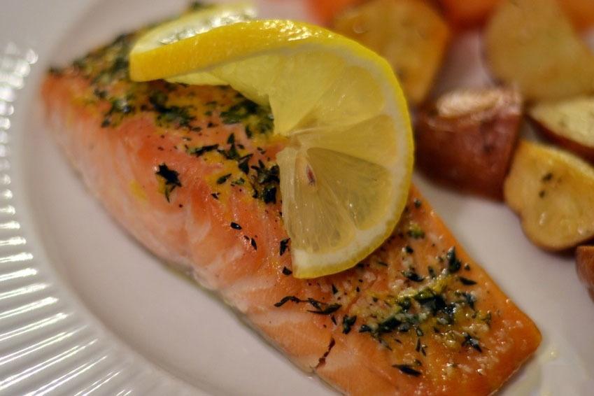 Kalaa perunoilla  Kuinka keittää kalaa ja perunaa uunissa