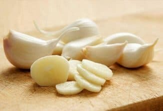 Treatment of sore throat with garlic
