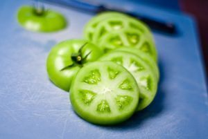 Treatment of varicose veins with green tomatoes: the best recipes and tips